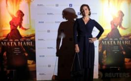 "Sesi Pemotretan Vahina Giocante di ""Mata Hari"""