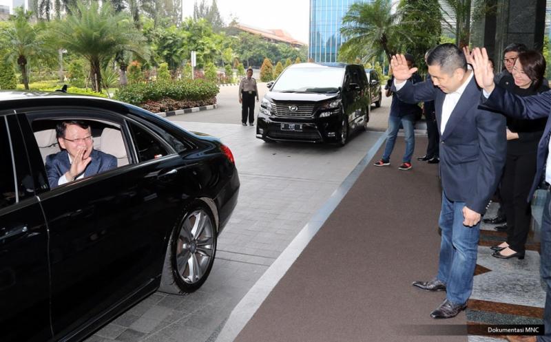 Hary Tanoe Ajak CEO MBC Korea Keliling Gedung MNC News Center