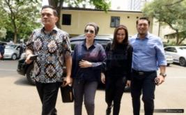 Penuhi Panggilan Polda, Reza Artamevia Ajak Putrinya