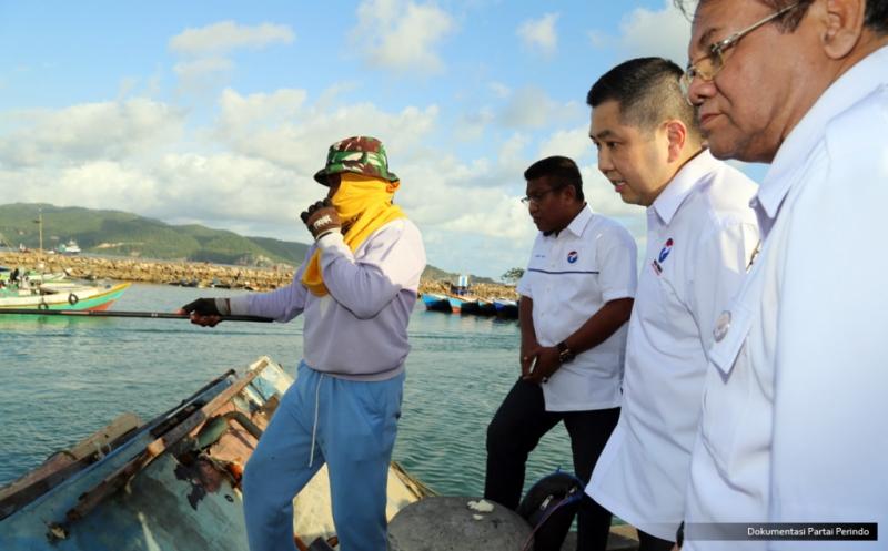 Hary Tanoe Dialog dan Tinjau Aktivitas Nelayan Pacitan