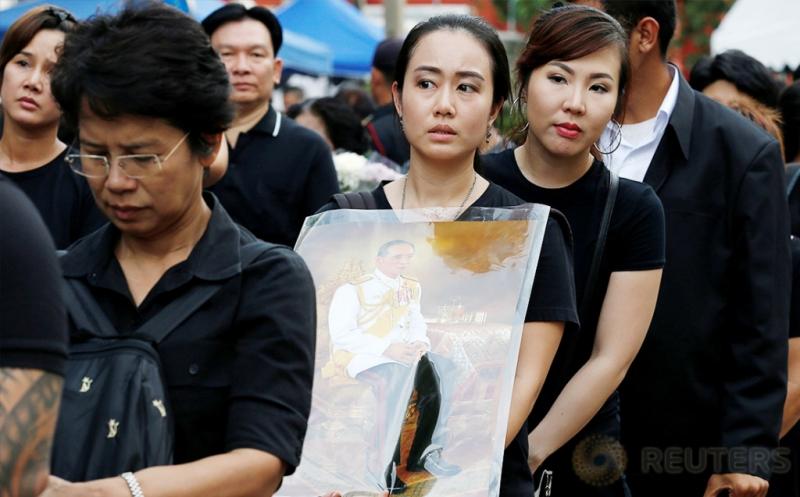 Doa untuk Raja Thailand Bhumibol Adulyadej Terus Mengalir