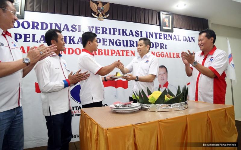 Potong Tumpeng Warnai Pelantikan Pengurus DPRt Perindo Kabupaten Trenggalek