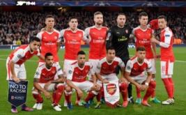 Pemain Arsenal berpose sebelum memulai pertandingan.