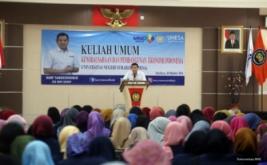 <p>  CEO MNC Group Hary Tanoesoedibjo memberikan kuliah umum kepada ratusan mahasiswa Universitas Negeri Surabaya (Unesa) di Surabaya, Jawa Timur, Kamis (20/10/2016).</p>