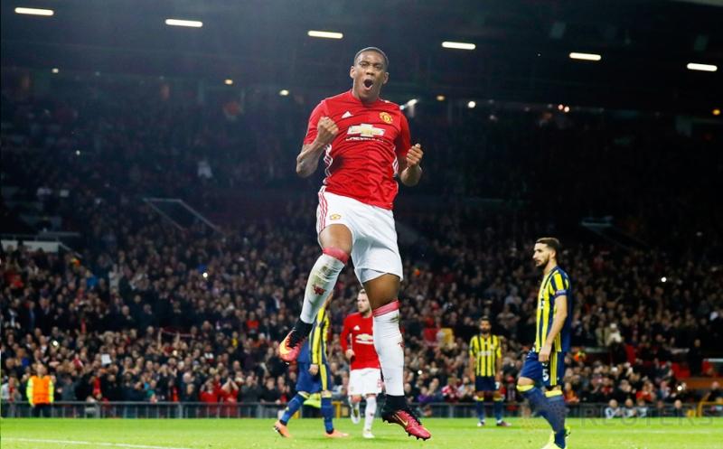 Anthony Martial selebrasi usai mencetak gol ke gawang Fenerbahce pada babak penyisihan Grup A UEFA Liga Europa.