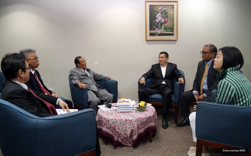 Hary Tanoe Bincang Santai Sebelum Berikan Wawasan Ilmiah untuk Wisudawan Gunadarma