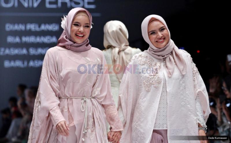 JFW 2017: Bunga Dahlia Jadi Inspirasi Ria Miranda Hadirkan Busana Muslimnya