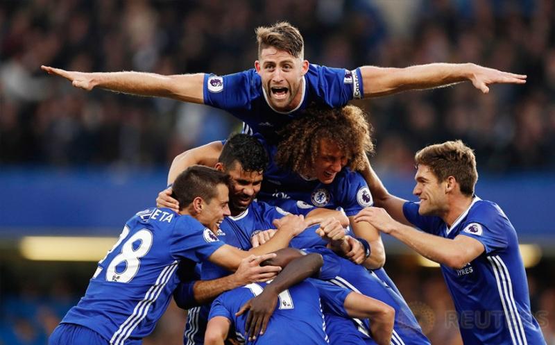 Para pemain Chelsea merayakan gol yang dicetak N'golo kante.
