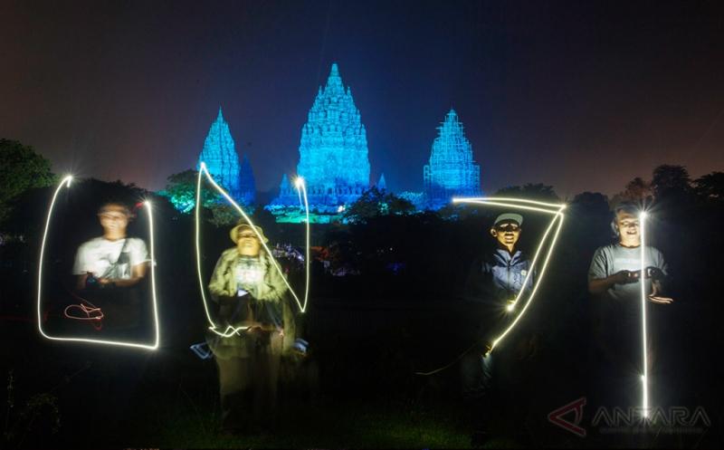 HUT ke-71 PBB, Candi Prabanan Disinari Cahaya dengan Warna Khas PBB