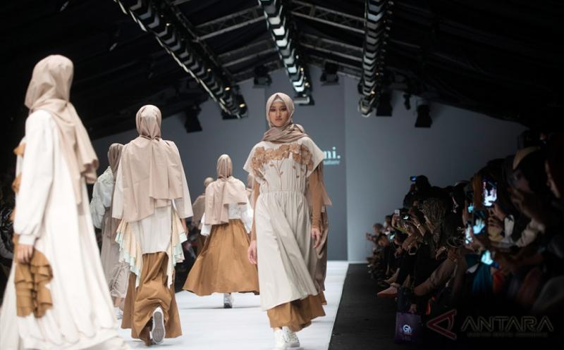JFW 2017: Maraknya Busana Muslim di Ajang Peragaan Mode