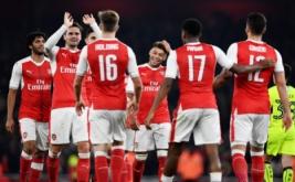 Pemain Arsenal merayakan gol yang dicetak Alex Oxlade-Chamberlain.