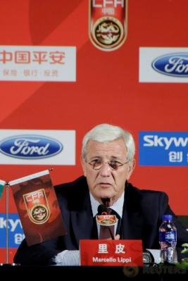 Marcello Lippi saat menghadiri konferensi pers di Beijing, China, Jumat (28/10/2016). Lippi resmi ditunjuk sebagai pelatih timnas China. (REUTERS/Jason Lee)