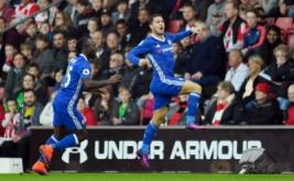 Eden Hazard (kanan) selebrasi usai mencetak gol ke gawang Southampton pada menit 5.