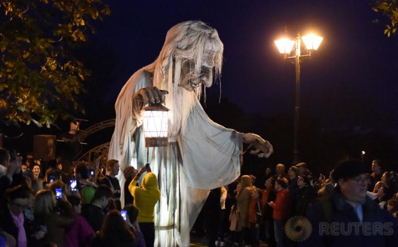 Perayaan Halloween di Irlandia, Puluhan Zombie Turun ke Jalan