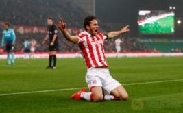 Ramadan Sobhi merayakan gol bunuh diri yang dicetak pemain Swansea Mawson. (Reuters/Carl Recine Livepic)
