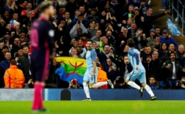 Ilkay Gundogan (dua kanan) selebrasi usai mencetak gol ke gawang Barcelona pada matchday keempat babak penyisihan Grup C Liga Champions 2016-2017, Rabu (2/11/2016).