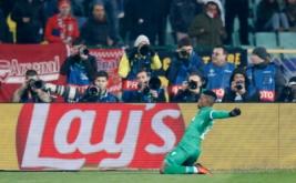 Jonathan Cafu selebrasi usai mencetak gol ke gawang Arsenal. (Reuters/Paul Childs Livepic)