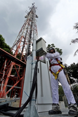 <p>  Seorang teknisi melakukan perawatan rutin menara PT Tower Bersama Infrastructure Tbk, di kawasan Duren Sawit, Jakarta Timur, Rabu (2/11/2016).</p>