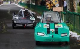 <p>  Peserta mengikuti kompetisi mobil hemat energi saat Kontes Mobil Hemat Energi (KMHE) 2016 di kompleks Candi Prambanan, Klaten, Jawa Tengah, Rabu (2/11/2016).</p>