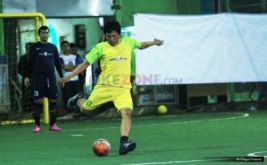 Tim futsal MNC Bank ketika bertanding melawan tim RCTI dalam final Futsal HUT ke-27 MNC Group di Lapangan planet futsal, Kuningan, Jakarta, Rabu (9/11/2016). Tim MNC Bank menang melalui adu penalti 2-1.