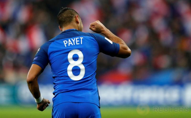 Dimitri Payet selebrasi usai mencetak gol ke gawang Swedia pada laga Kualifikasi Piala Dunia 2018 zona UEFA yang dihelat di Stade de France, Prancis, Sabtu (12/11/2016) dini hari WIB. Sempat tertinggal 0-1 dari Swedia lewat gol Emil Forsberg di menit 54, Prancis mampu membalikkan kedudukan menjadi 2-1 lewat gol Paul Pogba dan Dimitri Payet pada laga Kualifikasi Piala Dunia 2018 zona UEFA yang dihelat di Stade de France, Sabtu (12/11/2016) dini hari WIB. (REUTERS/Benoit Tessier)