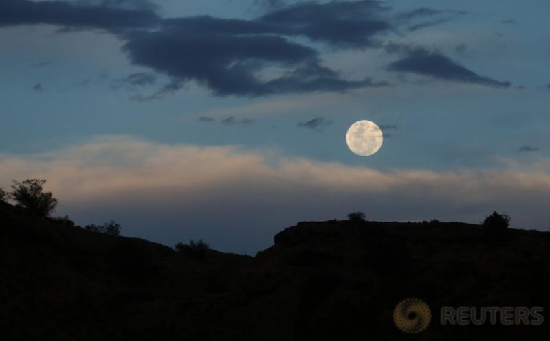 Mengabadikan Fenomena Supermoon di Langit San Juan Argentina