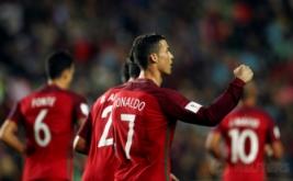 Cristiano Ronaldo selebrasi usai mencetak gol ke gawang Latvia. (REUTERS/Pedro Nunes)