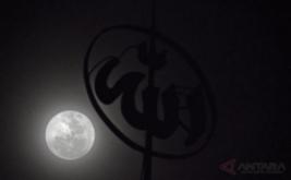 <p>  Fenomena Supermoon tampak dari Laboratorium terbuka BMKG Serang.</p>