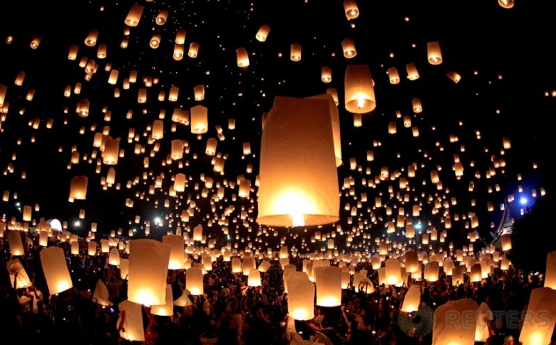 Ribuan Lampion Diterbangkan pada Festival Yee Peng
