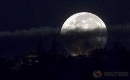 <p>  Selain di Tanah Air, keindahan fenomena supermoon juga dapat dilihat dari berbagai negara.</p>