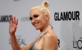 Gwen Stefani Tampil dengan Gaun Ombre
