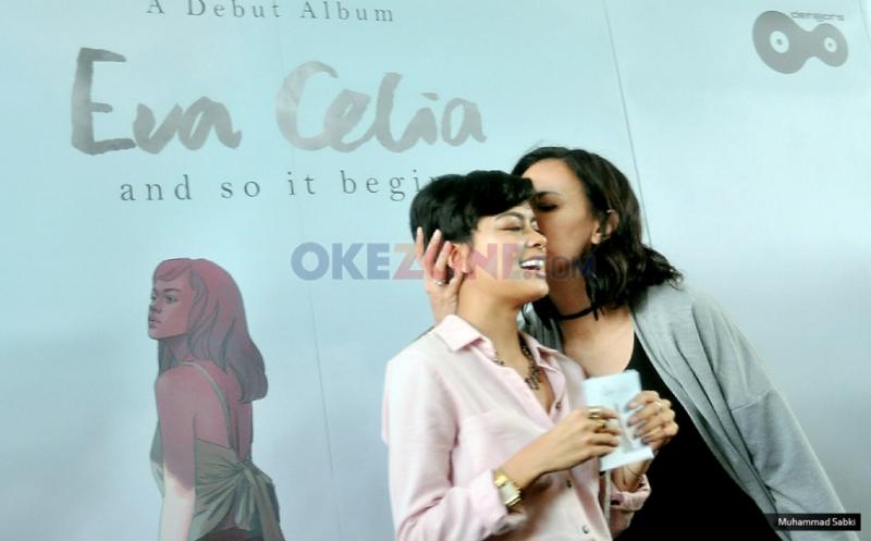 Sophia Latjuba Hadiri Peluncuran Album Putrinya