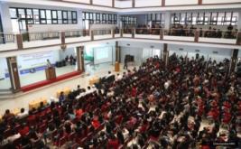 <p>  CEO MNC Group Hary Tanoesoedibjo memberikan kuliah umum kepada 2.000 mahasiswa UKI Toraja di Aula Kampus Satu UKI Toraja, Jalan Jenderal Sudirman, Tana Toraja, Rabu (16/11/2016).</p>