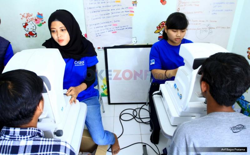 Kacamata Gratis Untuk Anak-Anak Rumah Belajar Tanjung Priok