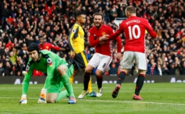 Juan Mata selebrasi usai mencetak gol ke gawang Arsenal pada menit ke-68 di Stadion Old Trafford, Sabtu (19/11/2016). Mata mencetak gol usai menerima umpan silang mendatar dari Ander Herrera. (Reuters/Jason Cairnduff Livepic)
