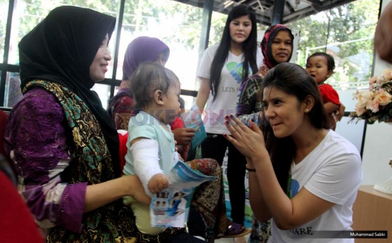 Peringati Hari Anak Sedunia,  Selebriti Berbagi kepada Penderita Bibir Sumbing