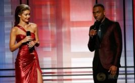 Gigi Hadid Tampil Seksi di American Music Awards 2016
