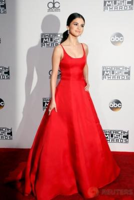 Cantik dan Seksi, Penampilan Selena Gomez di American Music Awards 2016