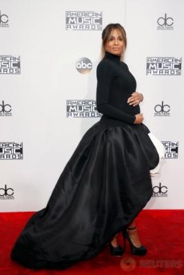 Berbadan Dua, Ciara Tetap Hadiri American Music Awards 2016