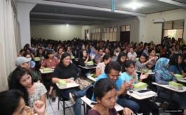 <p>  CEO MNC Group Hary Tanoesoedibjo memberikan kuliah umum kepada ratusan mahasiswa Universitas Sam Ratulangi, Manado, Sulawesi Utara, Senin (21/11/2016).</p>