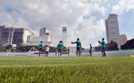 Pemain timnas Indonesia berlatih di Rizal Memorial Stadium, Manila, Filipina, Rabu (23/11/2016). Timnas Indonesia berlatih melakukan penetrasi serangan dan penyelesaian akhir jelang pertandingan melawan Singapura.