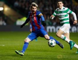 Pemain Barcelona Lionel Messi saat melesatkan bola ke gawang celtic dan berakhir sebuah gol pada pertandingan Liga Champions penyisisan Grup C, Celtic Park vs FC Barcelona  di Celtic Park, Skotlandia, Kamis (24/11/2016). Barcelona lolos 16 besar usai mengalahkan Celtic 0-2 berkat dua gol dari Lionel Messi.Reuters / Russell Cheyne