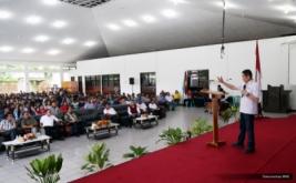 <p>  Hary Tanoe memotivasi generasi muda menjadi pemberi kerja produktif agar bisa membangun daerah menjadi kekuatan ekonomi baru.</p>