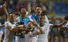 Pesepak bola Indonesia meluapkan kegembiraan setelah mengalahkan Singapura pada laga putaran final Grup A AFF Suzuki 2016 di Rizal Memorial Stadium, Manila, Filipina, Jumat (25/11/2016). Indonesia melaju ke babak semifinal AFF Suzuki 2016 setelah menang atas Singapura dengan skor 2-1.
