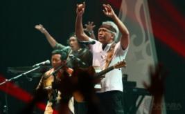 Konser di Malang, Iwan Fals Bawakan 25 Lagu Bertema Cinta dan Kritik Sosial
