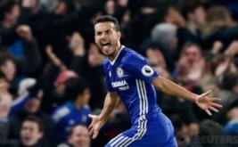 Pemain Chelsea Pedro saat merayakan selebrasi golnya ke gawang Hugo Lloris pada pertandingan Chelsea vs Tottenham di  Stadion Stamford Bridge Sabtu (26/11/2016). Keunggulan Chelsea 2-1 membuat klubnya bertengger di puncak klasemen. Reuters/Stefan Wermuth