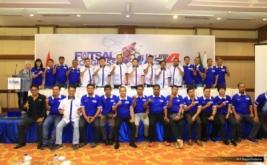 Ketua Asosiasi Futsal Indonesia periode 2014-2019 Hary Tanoesoedibjo (delapan kanan atas) berfoto bersama perwakilan Futsal Indonesia di Kongres Federasi Futsal Indonesia (FFI) 2016 di Auditorium MNC Tower, Jakarta, Rabu (30/11/2016).