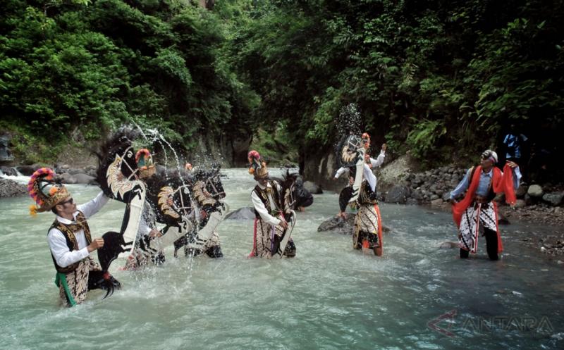 Tradisi Guyang Jaran Kepang Wujud Syukur Melimpahnya Air