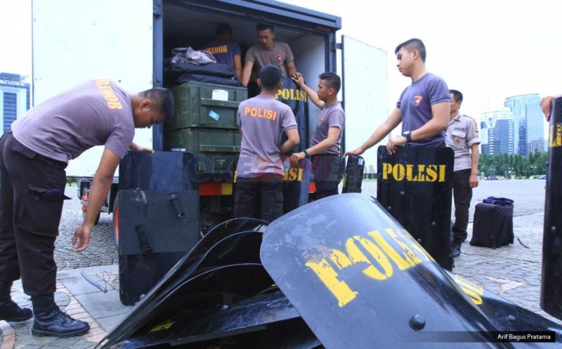 Jelang Demo 2 Desember, Polisi Siagakan Peralatan Keamanan di Monas