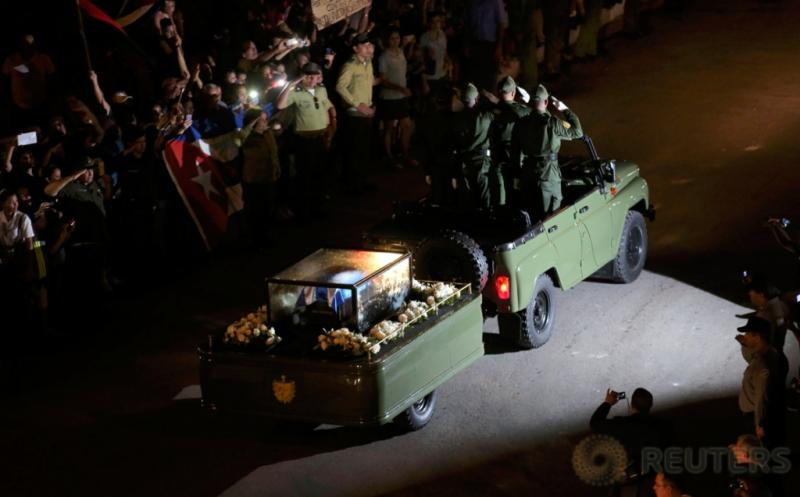 Abu Jenazah Fidel Castro Dibawa Menggunakan Kendaraan Militer